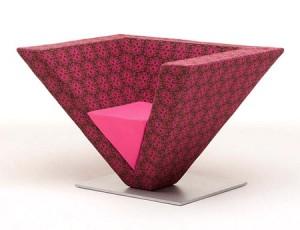 Оригинальный дизайн стула - перевернутая пирамида