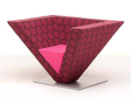 Дизайн стула в виде пирамиды