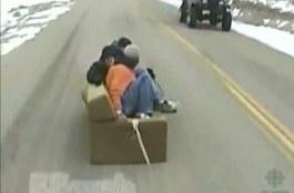 Русский диван на трассе